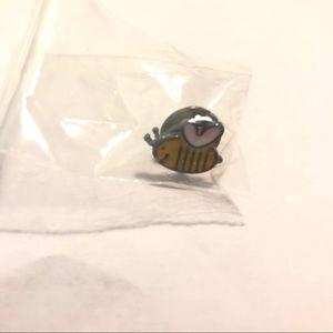 Jewelry - Yellow bee pin